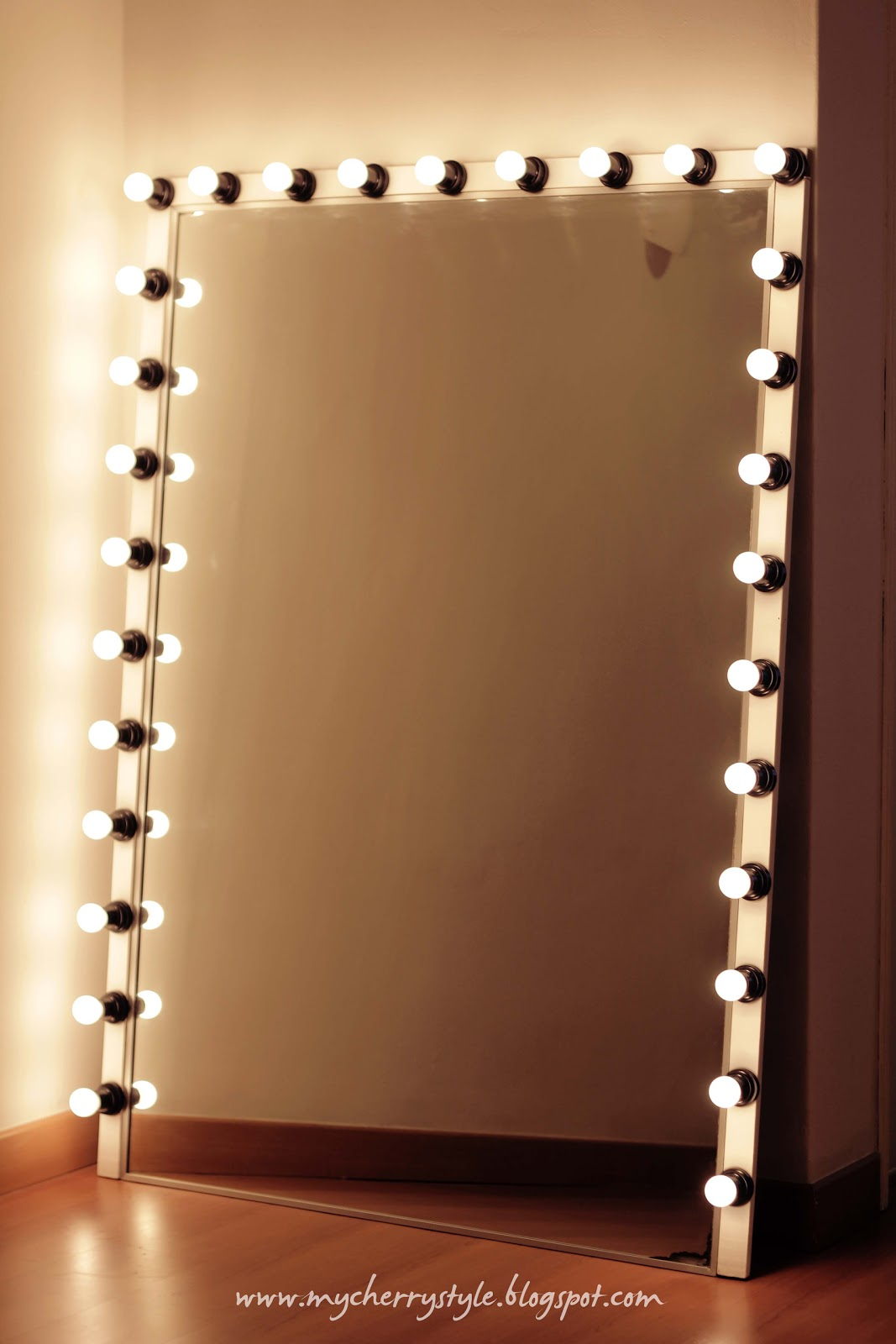 Long Mirror With Bulb Lights • Bulbs Ideas
