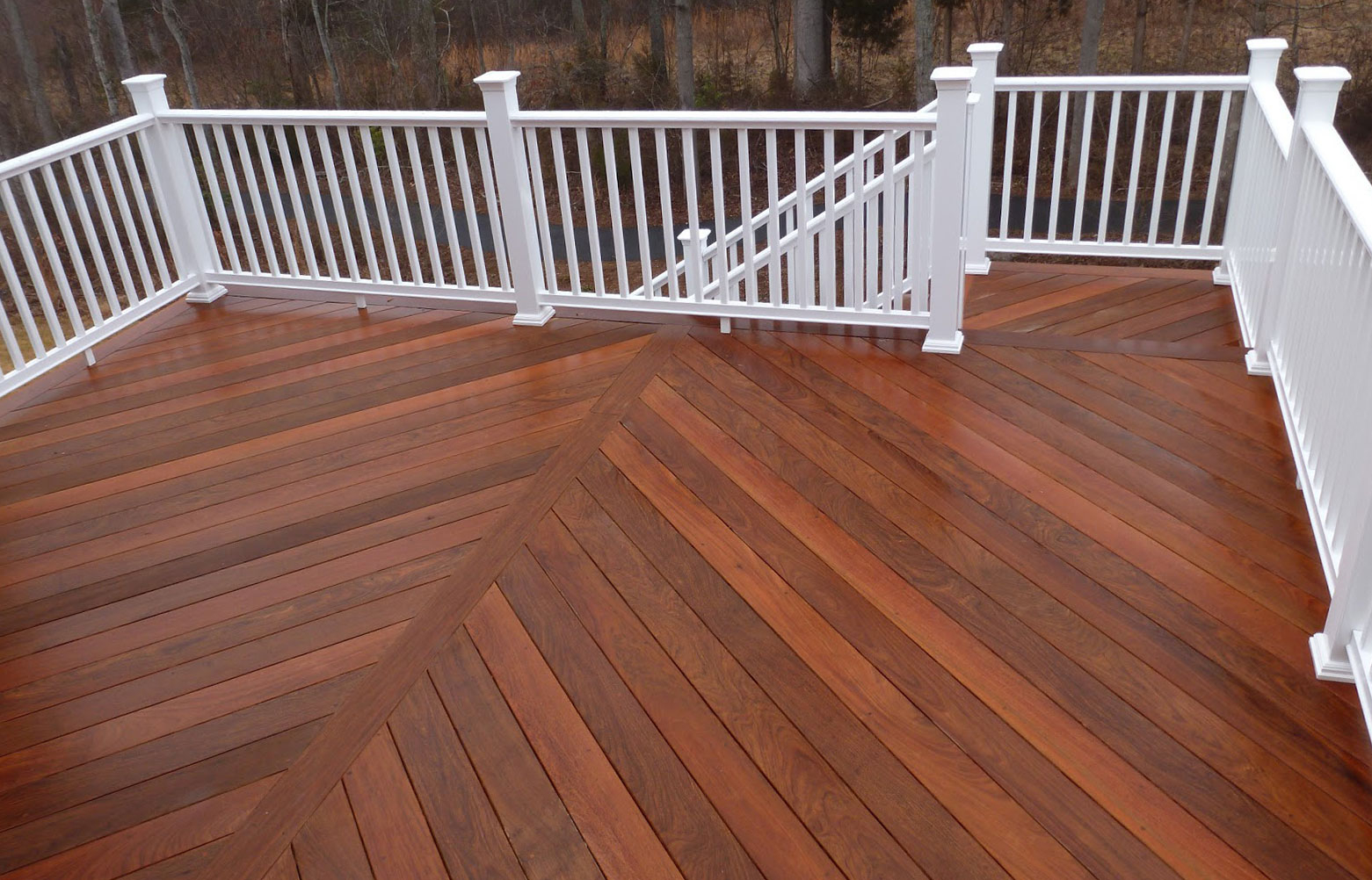 Brazilian Ipe Decking with proportions 1561 X 1002