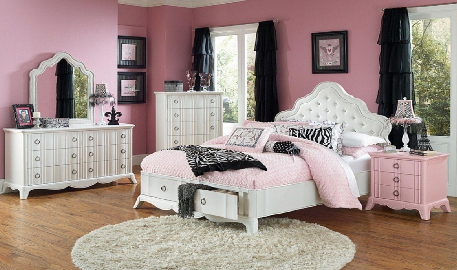 pink and black bedroom set • bulbs ideas